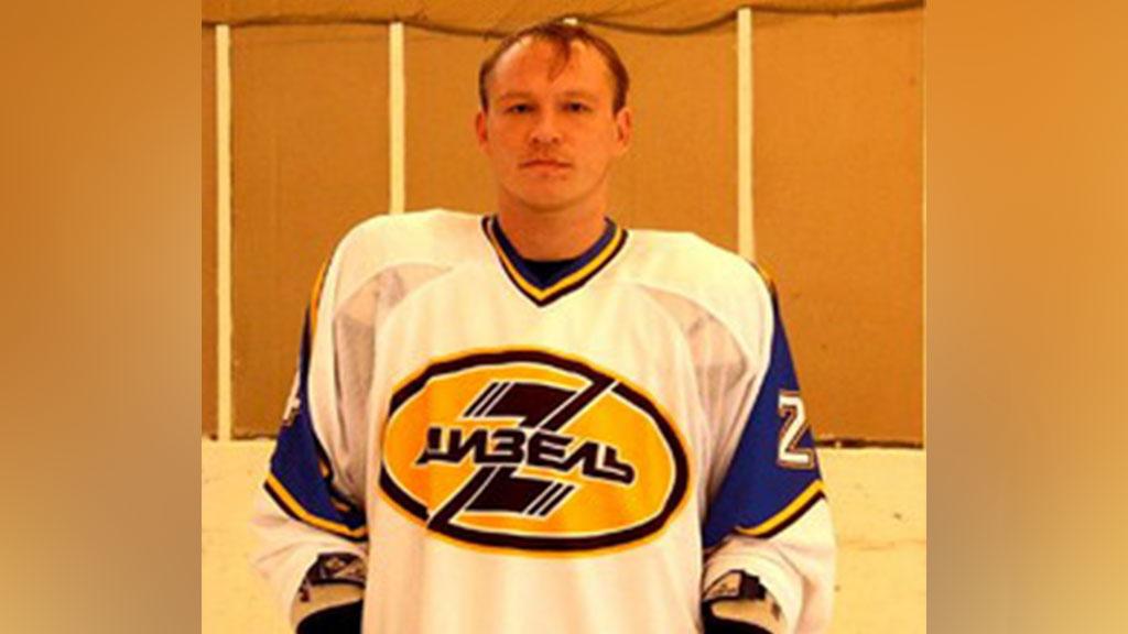 СМИ: хоккеист Петр Девяткин повесился на детской площадке из-за долгов