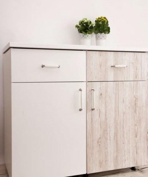 Как клеить самоклеящуюся пленку на мебель