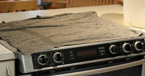 Узнав, зачем хозяйка накрыла плиту влажными полотенцами, ты побежишь на кухню, чтобы сделать также…
