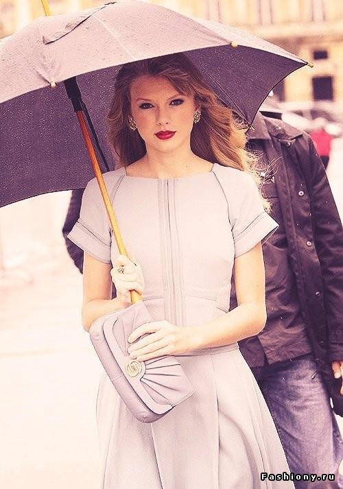 Зонт как яркая деталь в образе