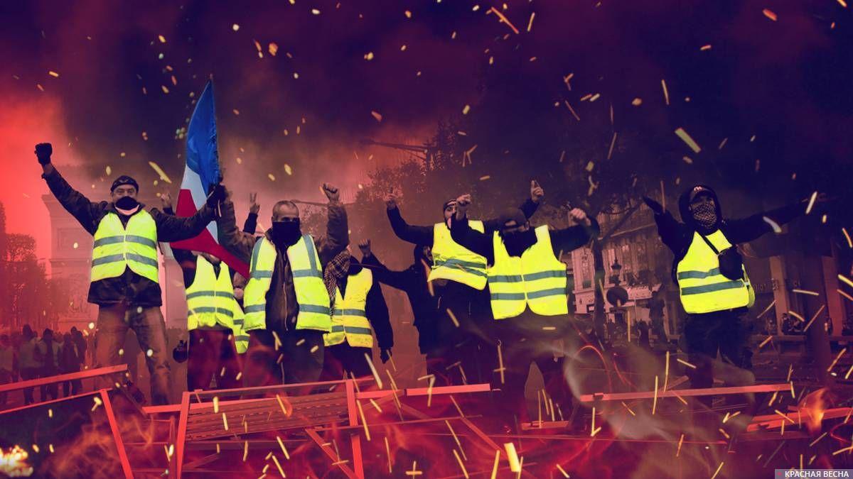 В Париже протестующие начали…