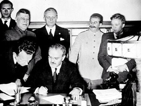 Сделка с дьяволом: как пакт Молотова-Риббентропа спас СССР от уничтожения