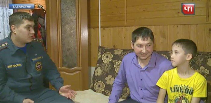 Несчастье провалиться в колодец помогло женщине обнаружить там пропавшего мальчика, которого уже не надеялись найти живым…