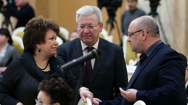 Петербургский депутат пожаловался на свою зарплату. В его возрасте «стыдно» получать 140 тысяч рублей