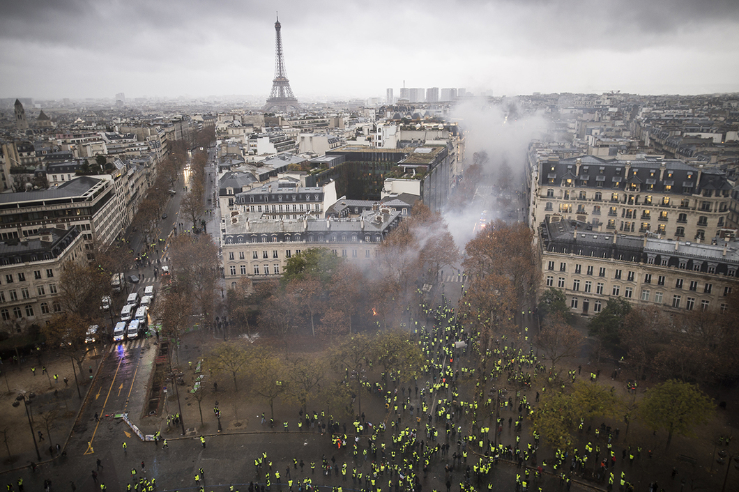Против чего протестуют французы.