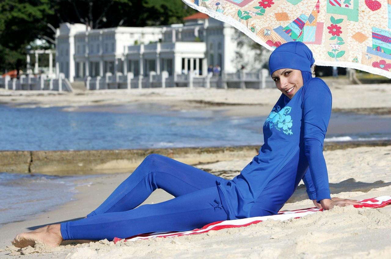 На французских курортах мусульманам запрещают носить традиционные одежды