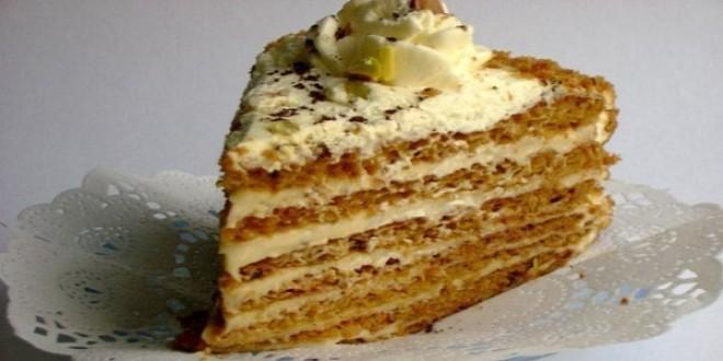 Медовик со сметанным кремом. Вкус медовика со сметанным кремом невозможно спутать ни с каким другим десертом