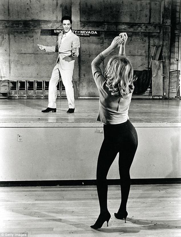"""Элвис и певица Энн Маргрет на съемках фильма """"Вива Лас Вегас!"""", 1963 год архив, знаменитости, интересно, история, редкие снимки, фото, фотоальбом, элвис пресли"""
