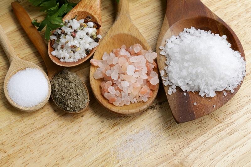 Как использовать соль для красоты кожи лица