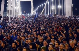 Законопроект о введении налога на интернет спровоцировал многотысячные акции протеста и беспорядки