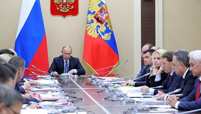 Путин поручил Медведеву оценить реальную налоговую нагрузку на россиян. Его послали за МКАД