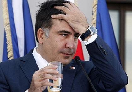 От заоблачного рейтинга Саакашвили остался один недожеванный галстук