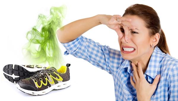 Как убрать запах из кроссовок народными средствами