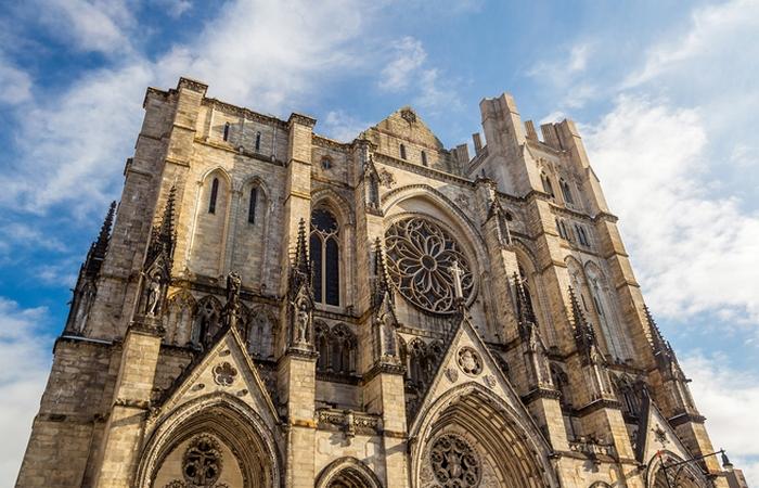 «Собор Иоанна Богослова» на Амстердам-авеню в Нью-Йорке.