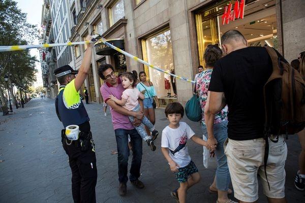 Трехдневный траур объявлен вКаталонии после теракта вБарселоне