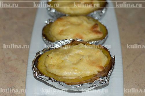Картофель переложить на тарелку.
