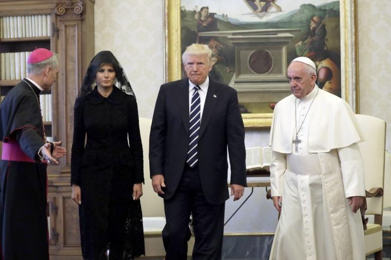 Даже не улыбнулся. Папа римский оказал холодный приём Дональду Трампу