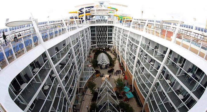 Построен самый большой круизный корабль в мире