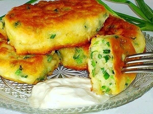 Вкус – потрясающий, готовка – моментальная!  Самые ленивые пирожки с яйцом и зелёным луком