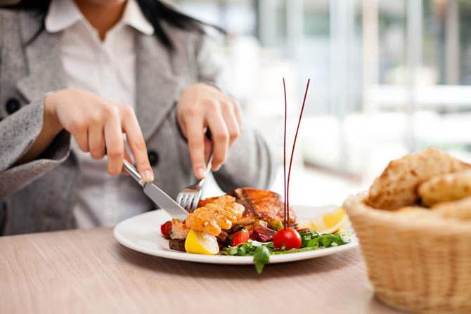 15 типичных нарушений ресторанного этикета