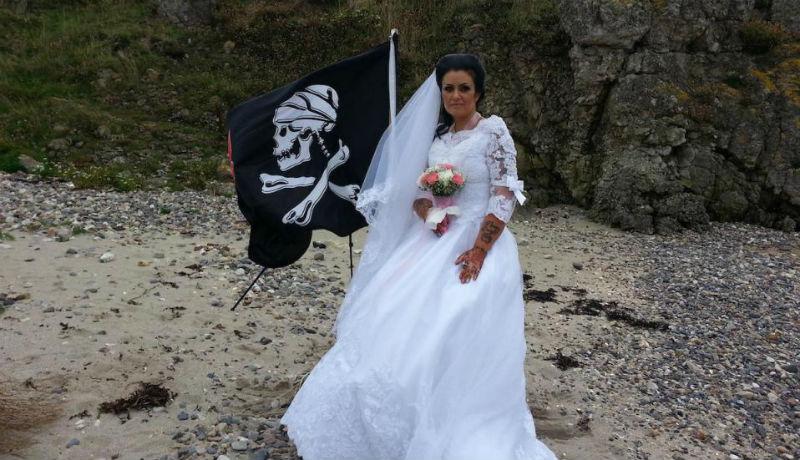 Жених с того света: британка разочаровалась в мужчинах и вышла замуж за призрака