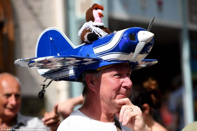 Фестиваль причудливых шляп в Дорсете — вы бы надели такое на голову?