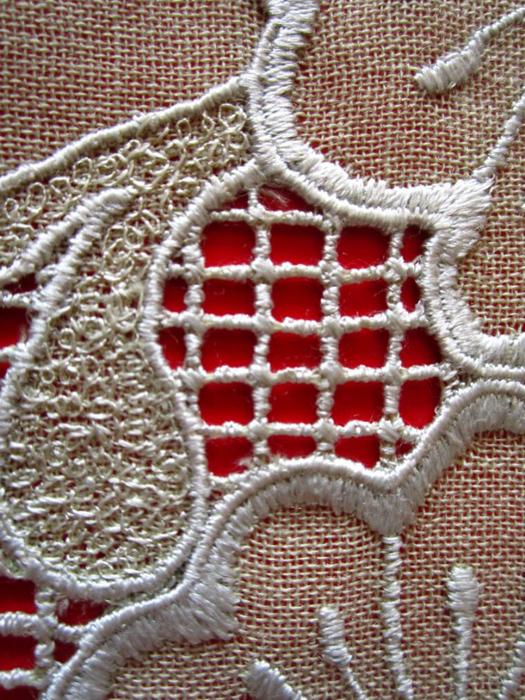 Вышивка с помощью ножной швейной машинки