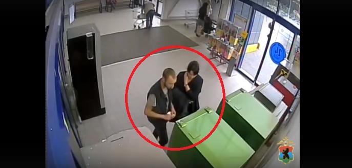 В Петрозаводске ищут парочку, похитившую 20 тысяч рублей из банкомата