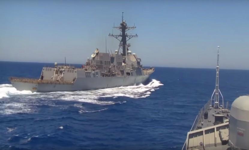 """Главное вовремя """"дать газу"""": Эсминец ВМС США допустил опасное сближение с боевым кораблем «Ярослав Мудрый»"""