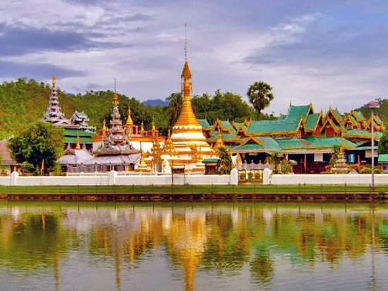 Храм Ват Чонг Клан в Мэхонгс…