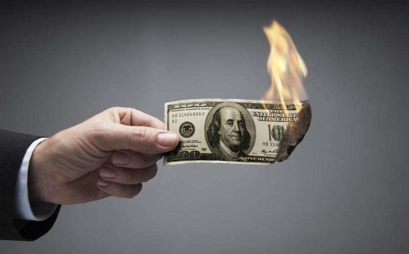 Американский доллар сжигает …