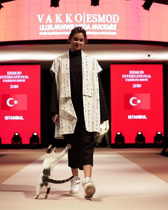 chat-errant-defile-mode-esmod-istanbul-turquie-004.jpg