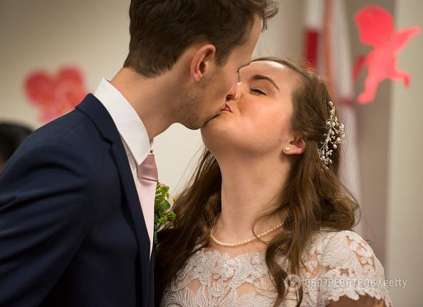 Поцелуи продлевают жизнь и снимают стресс: топ-5 причин целоваться