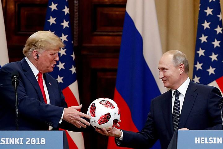 Подаренный Путиным Трампу мяч проверили спецслужбы