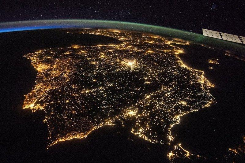 Вечерний Пиренейский полуостров — Испания и Португалия в огнях земля, космос, красота, природа, фото