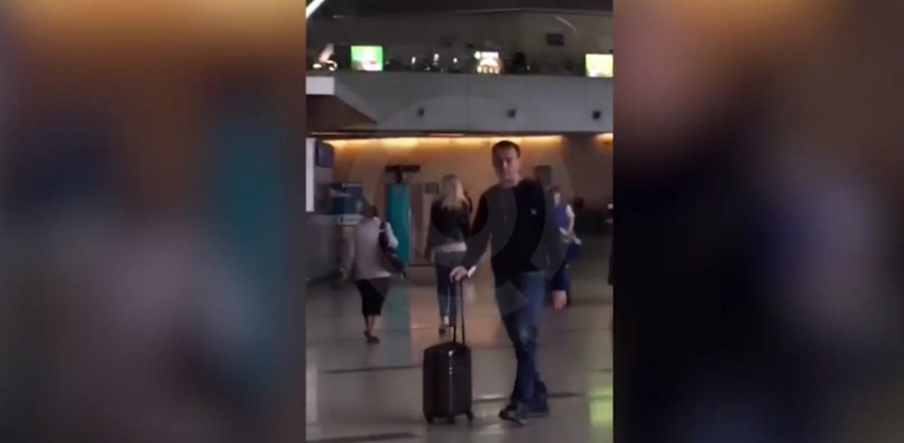 """""""Он улетел,но обещал вернуться"""": Навальный с женой улетели из России"""