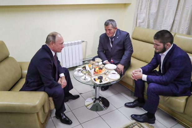 «Мы можем так, что мало никому не покажется»: Путин оценил эпатажный поступок Нурмагомедова