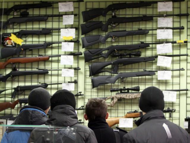 В России предлагают продавать оружие с 21 года