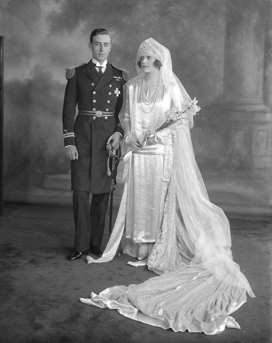 Английская королева Мария в подвенечном одеянии