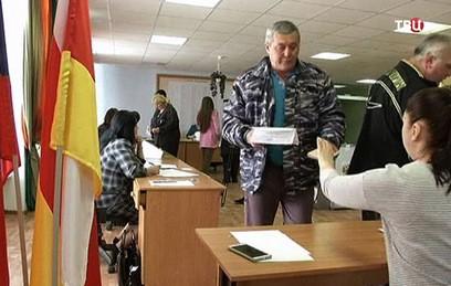 Путин поздравил Бибилова с победой на выборах в Южной Осетии