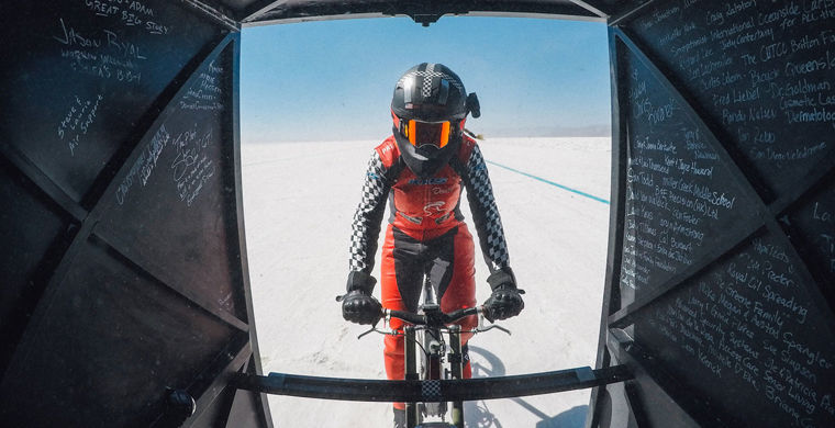 Американка разогналась на велосипеде до 295,6 км/ч