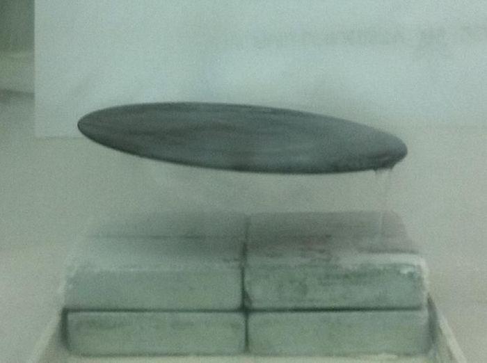 Квантовая левитация - сверхпроводники (17 фото + 2 видео)