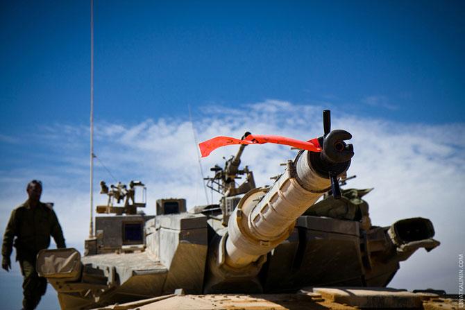 Как готовят женщин - инструкторов управления танков