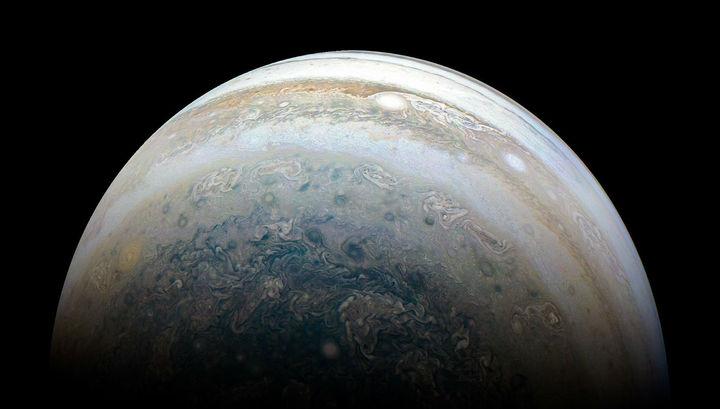 """Астрономы обнаружили 12 новых спутников Юпитера, в том числе """"чудака"""""""