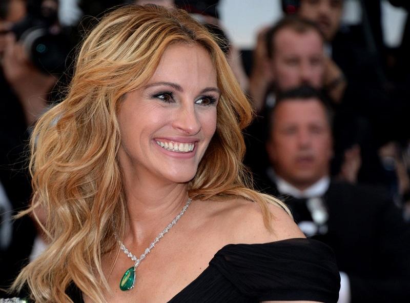 50-летняя Джулия Робертс своим примером доказывает, что лучшее средство для красоты - улыбка!