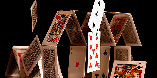 Американский карточный домик…