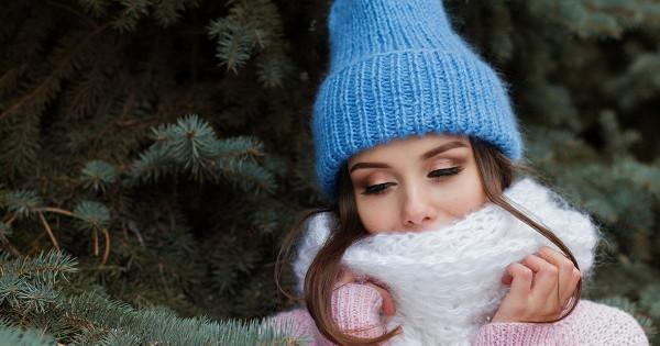 Защищать капилляры иувлажнять воздух: врач рассказала, какправильно ухаживать закожей зимой