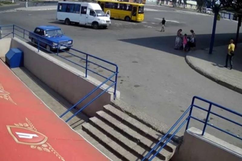 ВСУ вновь обстреляли автостанцию «Трудовские» в Донецке.  Ранена мирная жительница (обновлено)