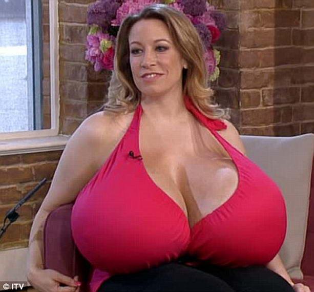 Самая большая грудь фото сосков фото 222-537