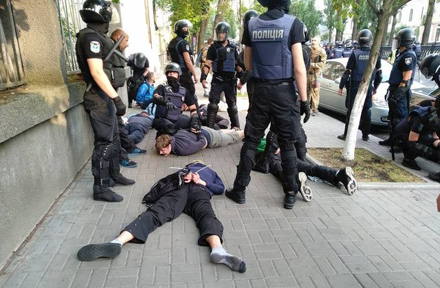 Почему в Киеве разогнали только правую часть гей-парада